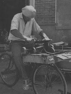 Fotos antiguas: Gente de Murcia. Bicycle Design, My Ride, Bike Life, Cool Bikes, Making Out, Touring, Knife Grinder, Painting, Bike Stuff