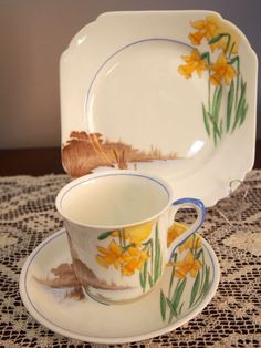 C 1931 Art Deco Shelley Trio Daffodils Vincent Shape 11858