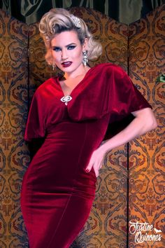 Add a touch of warmth and extra glamour to your evening gown with the Gilda Cape. Designed to pair perfectly with our Gilda Gown but suitable to accent other styles, this vintage-inspired cape offers a plush velvet exterior lined with a smooth knit fabri 60s Fashion Trends, Fashion 2017, Fashion Tips, Fashion Quotes, Ladies Fashion, Dress Fashion, Fashion Ideas, Women's Dresses, Wedding Dresses