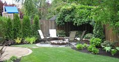 DIY landscaping ideas on a budget for modern backyard with outdoor furniture Backyard landscaping grass Small Backyard Landscape Small Backyard Gardens, Small Backyard Landscaping, Backyard Garden Design, Modern Backyard, Large Backyard, Small Garden Design, Backyard Patio, Patio Design, Backyard Designs