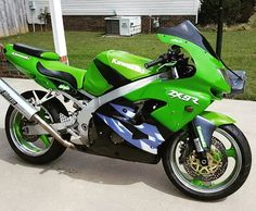 1999 Kawasaki Ninja maintained very well. Looks pretty runs fast! Kawasaki Zx9r, Kawasaki Ninja, Biker Chick, Biker Girl, Motorcycle Images, How To Run Faster, 4 Life, Inked Girls, How To Look Pretty