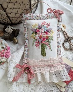 DM for credit/removal Caption this 😊 By 📷: Hand Work Embroidery, Embroidery Bags, Hardanger Embroidery, Hand Embroidery Stitches, Embroidery Hoop Art, Cross Stitch Embroidery, Embroidery Patterns, Machine Embroidery, Contemporary Embroidery