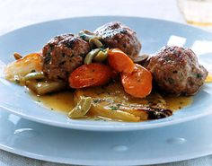 We've lightened traditional meatballs with veal and added Mediterranean accents to achieve a bright, springtime flavor. Chicken broth and matzo meal take the place of milk and bread crumbs to keep the meatballs exceptionally tender. Passover Recipes, Jewish Recipes, Passover Menu, Veal Recipes, Dinner Recipes, Dinner Ideas, Holiday Recipes, Matzo Meal, Fast Dinners