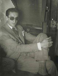 Manolete, álbum inédito (XVII)... de la colección José Antonio Bejarano Hispanic American, Moroccan Home Decor, Fred Astaire, Beard No Mustache, American Country, Andalusia, Clothes Horse, Real Man, Old World
