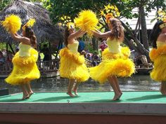 Miss these days being a little kid growing into my teen years going to church and having family functions church dancing competitions. So much fun I miss it Polynesian Islands, Hawaiian Islands, Polynesian Food, Polynesian Cultural Center, Polynesian Culture, Hawaiian Dancers, Hawaiian Luau Party, Aloha Hawaii, Island Girl