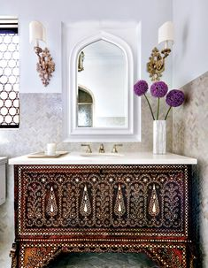 Go Behind the Scenes of Madeline Stuart's Stunning La Jolla Renovation - Galerie La Jolla, Moroccan Bathroom, Moroccan Tiles, Moroccan Decor, Arabic Decor, Moroccan Interiors, Modern Spaces, Bath Decor, Decoration