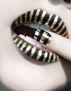 Nail black n gold
