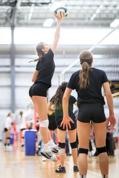Women Volleyball, Volleyball Players, Yoga Shorts, Winifer Fernandez, Panda, Women Athletes, Beautiful Athletes, Athletic Girls, Sporty Girls