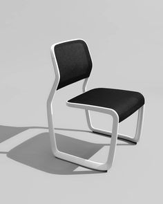 Defined by a single uninterrupted line, bringing together organic forms & precision engineering. Marc Newson's Aluminium Chair for Knoll.Read More on Minimalissimo. Steel Furniture, Cool Furniture, Furniture Design, Wooden Dining Room Chairs, Accent Chairs For Living Room, Gold Accent Chair, Wrought Iron Patio Chairs, Patio Chair Cushions, Eames Chairs