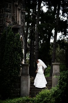 Romantic wedding photography.  Montsalvat weddings, Eltham.  Precise Moment Photography  0403 286 065