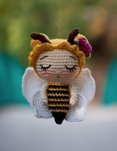 Such a sweet bee girl Crochet Bee, Crochet Fairy, Crochet Butterfly, Crochet Motifs, Crochet Cross, Free Crochet, Amigurumi Doll Pattern, Crochet Patterns Amigurumi, Crochet Dolls
