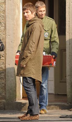 Liam Gallagher Oasis, Fishtail Parka, Mod Girl, Britpop, Mod Fashion, Parka Coat, Hair And Beard Styles, Rock And Roll, Military Jacket