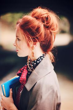 Her hair color just pops in this picture. Makes me wanna try dyeing my hair this color.