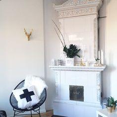 |➕| Igår fixade jag en egen kudde till min fina stol!!♥️ #crosspillow #diy #stringstol #öb #hjort #mio #home #interior #inredning #kähler #housedoctor #gold #brass #mässing #mitthem #love #bloomingville #hmhome #hubsch #ernstkirchsteiger