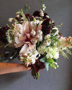 Poderoso. @thaisbraid #semfiltro #bouquet #taispuntel #bride #wedding #weddingdecor #weddingflowers