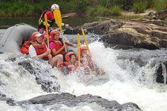 O Rio Paraibuna é um dos pontos mais tradicionais do país para a prática da canoagem e do rafting. O início da descida fica em Levy Gasparian, perto de Três Rios, a 200 km do Rio de Janeiro