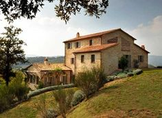 Spinaltermine Villa is a beautiful modern villa surrounded by incredible views in Umbria, Italy. You can rent Spinaltermine Villa for – 2607 per night. Style Toscan, Italian Farmhouse, Rustic Italian, Villas In Italy, Tuscan Design, Italian Villa, Farmhouse Design, Luxury Villa, Cabana