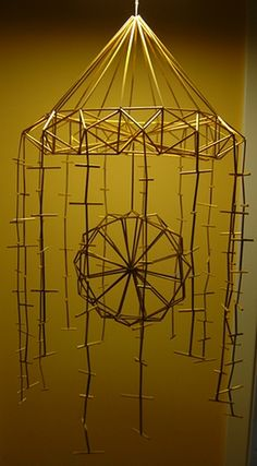 This is my forth straw mobile. Straw Decorations, Spring Decorations, Mobiles, Straw Sculpture, Straw Crafts, Handmade Ornaments, Geometric Art, Sculptures, Arts And Crafts