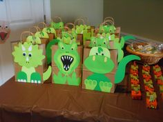 Dino bags to carry prizes candy and snacks home - Dino - Birthday Third Birthday, 4th Birthday Parties, Birthday Party Decorations, Boy Birthday, 3 Year Old Birthday Party Boy, Birthday Ideas, Birthday Giveaways For Kids, Dinosaur Decorations, Festa Jurassic Park