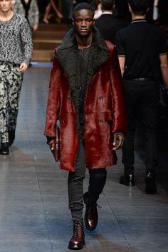 Dolce & Gabbana Fall 2015 Menswear Fashion Show Collection: See the complete Dolce & Gabbana Fall 2015 Menswear collection. Look 33 Dolce & Gabbana, Mulher Versus Moda, Outfits Hombre, Mens Fur, Fashion Show, Mens Fashion, Milan Fashion, Mode Shop, Fall Winter 2015