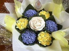 Small lemon and lilac bouquet  www.bakedblooms.com