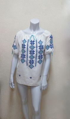Vintage 70s Peasant Blouse w Blue Embroidery & Cutwork