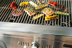 Grilling isn't all about the meat. Vegetables are so quick and delicious on the grill. The prep work is minimal and the results are outstanding 👌🏻 Spring Grilling Recipes, Cooking Equipment, Easy Weeknight Dinners, Outdoor Cooking, Canning, Vegetables, Grills, Minimal, Meat