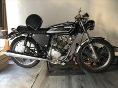 Vintage Honda Motorcycles, Honda Bikes, Honda Cb, Custom Motorcycles, Custom Bikes, Cars And Motorcycles, Tracker Motorcycle, Cafe Racer Motorcycle, Honda Cg125