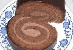 Čokoládová roláda Cake Roll Recipes, Sponge Cake Recipes, Baking Recipes, Cookie Recipes, Czech Desserts, Czech Recipes, Desert Recipes, No Bake Cake, Food And Drink