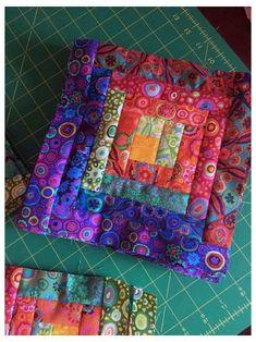 Log Cabin Patchwork, Log Cabin Quilt Pattern, Log Cabin Quilts, Bright Quilts, Colorful Quilts, Small Quilts, Patchwork Quilt Patterns, Scrappy Quilts, Batik Quilts