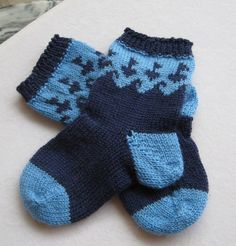 A sweet baby sock with a sailboat and wave design circling the leg. Knit from the toe up, this is a great pattern to use up leftover sock yarn. Baby Boy Knitting, Knitting For Kids, Easy Knitting, Baby Knitting Patterns, Knitting Socks, Baby Patterns, Knitting Videos, Baby Knits, Knitted Baby