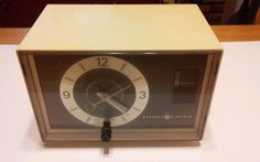 Mid Century GE General Electric Radio Alarm Clock Vintage C1400A Works