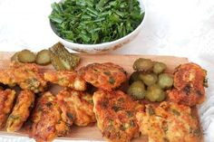 Chiftele frantuzesti Mince Meat, Prosciutto, How To Cook Chicken, Tandoori Chicken, Cooking Recipes, Ethnic Recipes, Food, Dinners, Salads