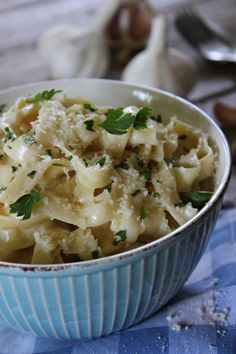Sladký a slaný::Dulce y salado — Těstoviny z jednoho hrnce s česnekovou omáčkou ::... Linguine, Salsa, Risotto, Potato Salad, Macaroni And Cheese, Dinner, Ethnic Recipes, Food, Image