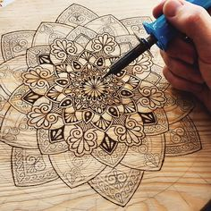 Progress recording of my wood-burning piece! For everyone who likes me . Progress recording of my wood-burning piece! For anyone who asked me what … Wood Burning Tips, Wood Burning Crafts, Wood Burning Patterns, Wooden Crafts, Diy And Crafts, Arts And Crafts, Boutique Deco, Wood Engraving, Wood Art