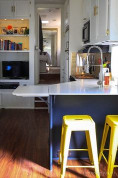 Tiny House Living: Camper Remodel Love this kitchen remodel- great ideas Tiny House Living, Rv Living, Home And Living, Mobile Living, Cozy House, Home Renovation, Home Remodeling, Camper Remodeling, Camper Renovation