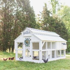 Today's Monday inspo is dedicated to this freaking gorgeous chicken coop by One of the top items on my want list is a chicken coop so I have an album full of ideas and can't wait to get started. In the meantime, I'll just dream and drool over this one💕 Chicken Coop Designs, Cute Chicken Coops, Easy Chicken Coop, Chicken Garden, Chicken Coop With Run, Moveable Chicken Coop, Chicken Coop Decor, Chicken Home, Chicken Feeders