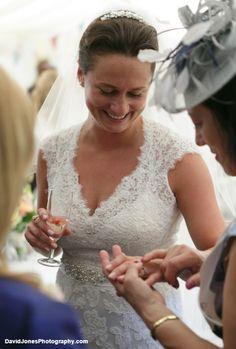 Natural and Discreet Wedding Photography
