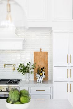 Images Of Kitchen Backsplash Unique Quick Guide 5 Beautiful Backsplash Tiles for White Home Design, Luxury Interior Design, Interior Architecture, Layout Design, Design Ideas, Fixer Upper Style, Herringbone Wood Floor, White Tiles, Kitchen Backsplash
