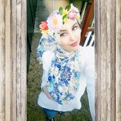 Divinity Cream Electric Blue Cascading Floral Hijab