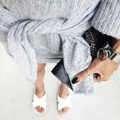 Looking for the perfect outfit for a summer stroll in the city? Go for the sporty chic look with neutral basics and crisp white slides.