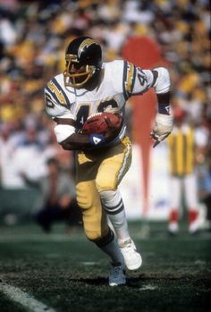 Chuck Muncie #46 of the San Diego Chargers carries the ball during an NFL football game at Jack Murphy Stadium in 1980's