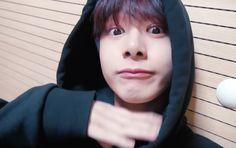 Hyungwon in new Monsta X self-cam video. Always being cute! Monsta X Hyungwon, Shownu, Jooheon, Kihyun, Live Meme, What Is My Life, Wattpad, The Dj, Im Sad