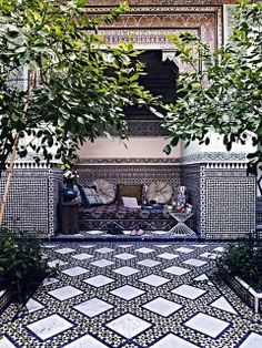55 Awesome Morocco-Style Patio Designs : 55 Charming Morocco Style Patio Designs With White Black Wall Sofa Pillow Table Lamp Plant Decor And Ceramic Floor Outdoor Tiles, Outdoor Rooms, Outdoor Gardens, Outdoor Living, Outdoor Decor, Outdoor Patios, Outdoor Kitchens, Outdoor Lounge, Moroccan Tiles