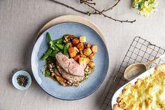 Påskens lammekjøtt skal være saftig på smak, og serveres med masse deilig tilbehør – en sikker vinner når du skal kose deg litt ekstra. Her er oppskriftene og rådene som gir deg det perfekte festmåltidet. Easter, Recipes, Food, Spinach, Meals, Yemek, Recipies, Recipe, Eten