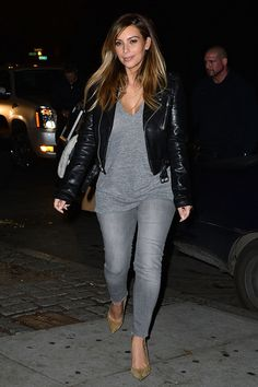 Kim Kardashian seen on the streets of Manhattan on Nov. Kim Kardashian 2012, Looks Kim Kardashian, Kardashian Style, Kardashian Fashion, Fashion Idol, Fashion Stylist, Love Fashion, Fashion Beauty, Fashion Outfits