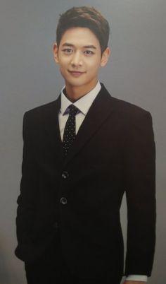 Choi MinHo looking dapper & handsome