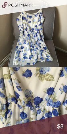 Floral spaghetti strap dress Blue white and green dress Forever 21 Dresses Midi