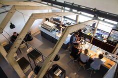 Na jaren van malen, zetten en pruttelen is het dan zover: CoffeeCompany opent vandaag haar eigen…