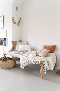 32 Cozy Beach House Interior Design Ideas You'll Love this Summer - The Trending House Interior Design Toilet, Interior Design Videos, Small House Interior Design, Interior Sketch, Interior Paint, Bohemian Interior, Interior Styling, Ibiza Style Interior, Interior Office